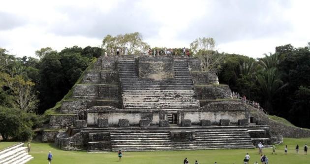 mayan-pyramids